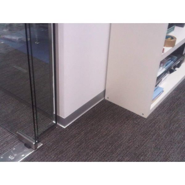 Плинтус алюминиевый крацованный под титан, BTTS 40 - Progress profiles