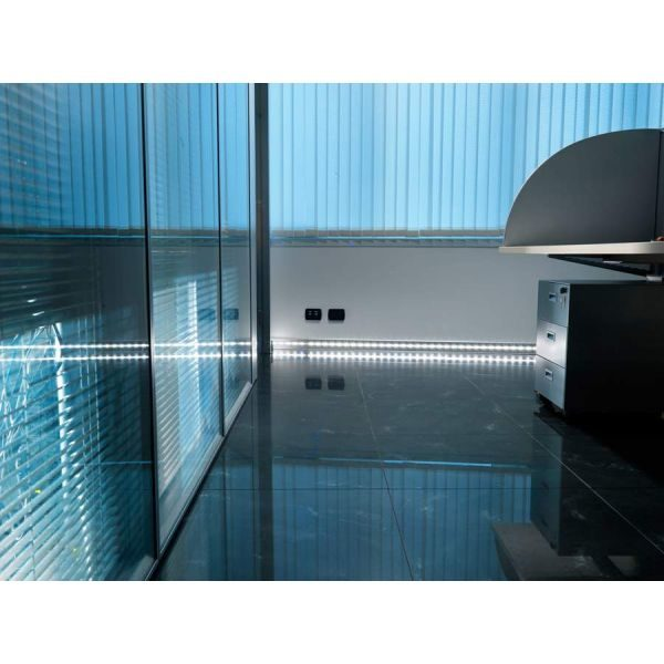 Плинтус алюминиевый с подсветкой анод. серебро Proskirting LED PKLEDAA 80 2м.